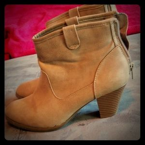 Tan style & Company booties